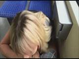 Szopás és dugás a vonaton