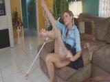 Barátom anyját takarítás közben kefélem