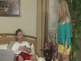 Keményfaszú gyerek megkúrja dögös anyját
