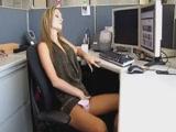 Milf csaj unatkozik a munkahelyén