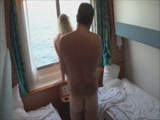 Amatőr szopás és kefélés egy hajó kabinban