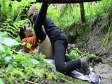 Kemény leszbi szex a természetben